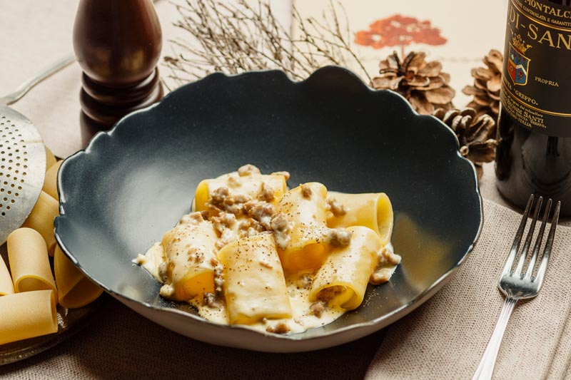 Paccheri di Gragnano con Salsiccia Veneta Pecorino Pepe Nero