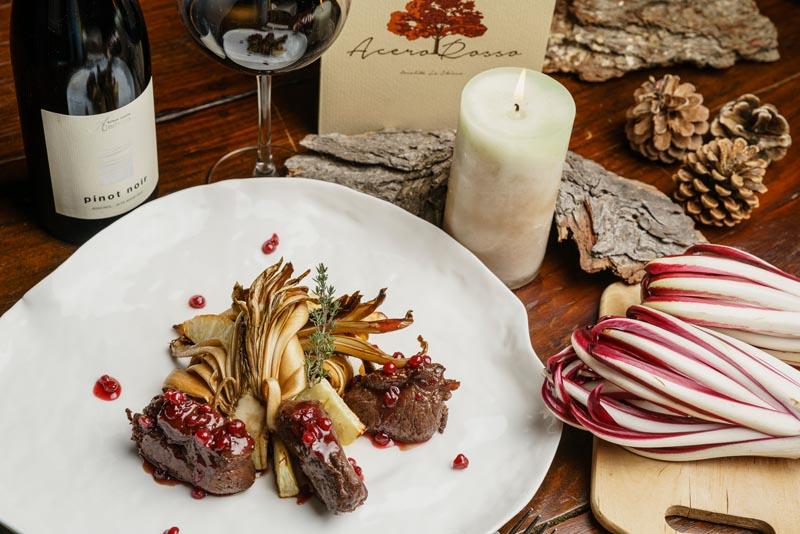 Filetto di Cervo con salsa al Mirtillo, Radicchio alla griglia e Sedano rapa grigliato